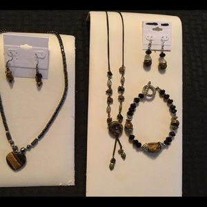 Jewelry - Bundle: necklaces, pairs of earrings, bracelet.